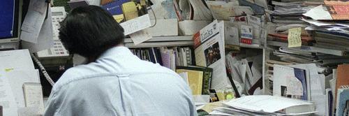 """Pare e pense… você já respondeu a alguém que sua mesa ou ambiente de trabalho é uma """"bagunça organizada""""?"""